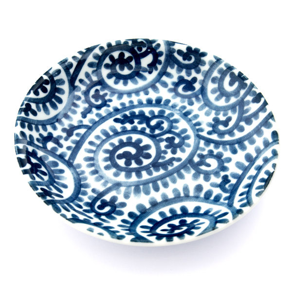 13278 ceramic serving plate   white  blue foliage pattern