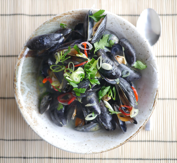 Aromatic Sake Steamed Mussels Recipe - Japan Centre
