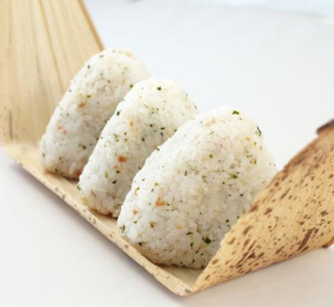 Photo omusubi mixed onigiri rice ball